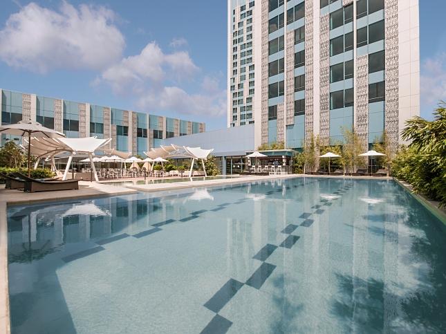 Swimming Pool of Crimson Hotel Filinvest City, Manila_2